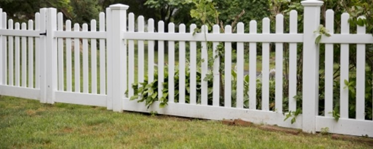 Silverbell Scallop Vinyl Fence
